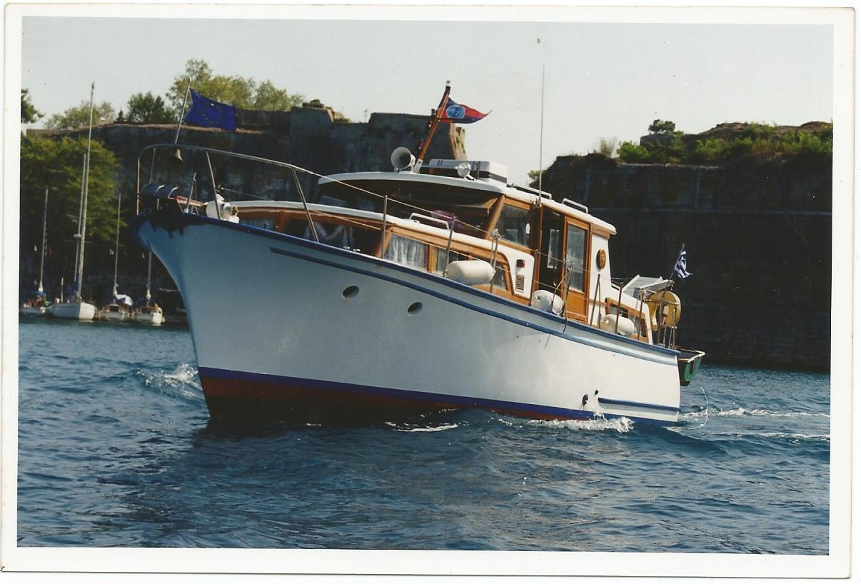 Classic motor boat length m yachts for Vintage motor yachts for sale
